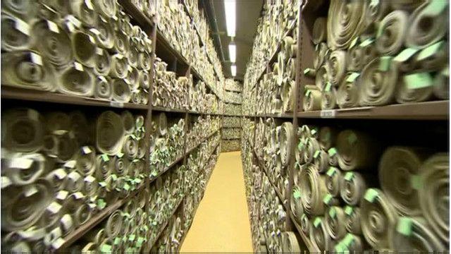 Палата лордов переходит с пергамента на архивную бумагу