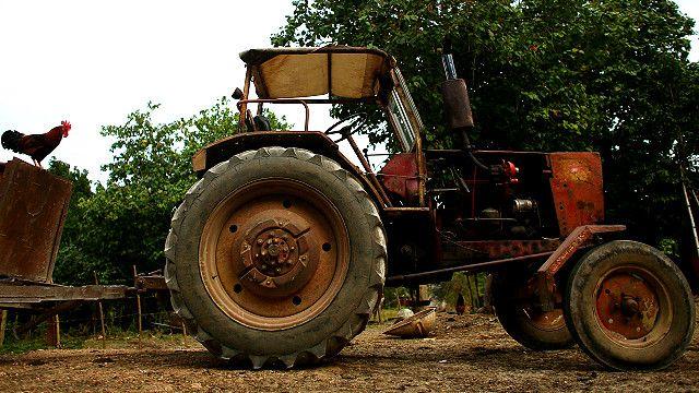 Трактор в кубинской деревне