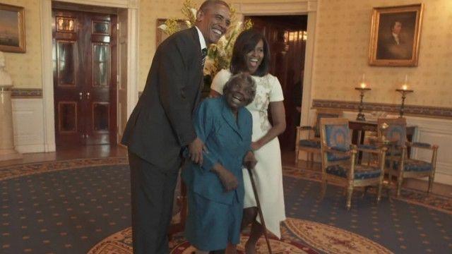 Чета Обам с долгожительницей