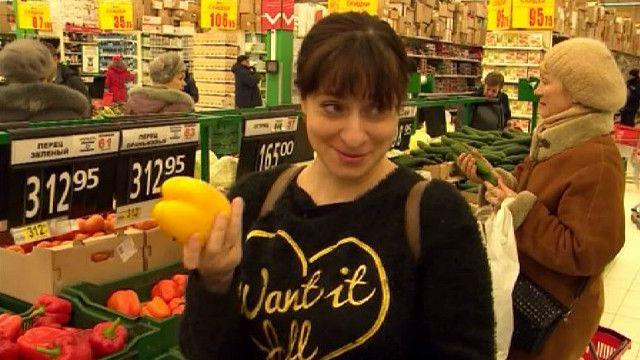 Женщина в магазине Новосибирска