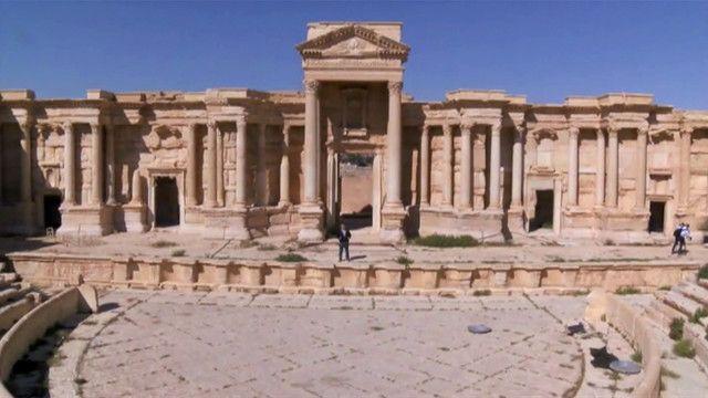 В древнем амфитеатре боевики ИГ заставляли жителей Пальмиры смотреть на казни