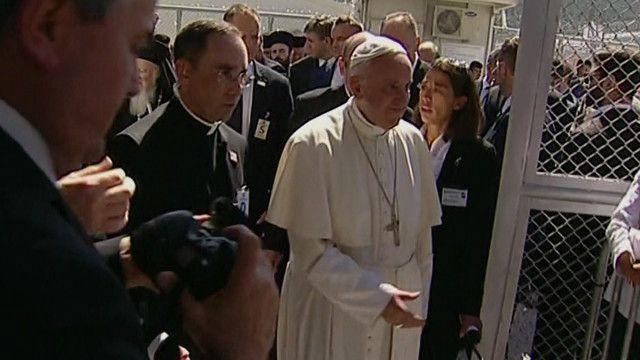 البابا فرانسيس يزور ليسبوس اليونانية لدعم اللاجئين