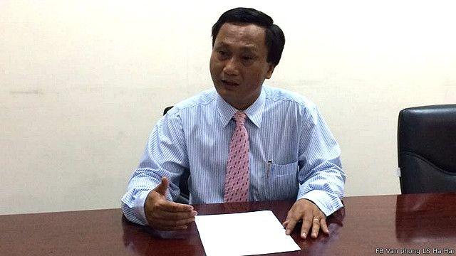 Luật sư Hà Hải (trái)