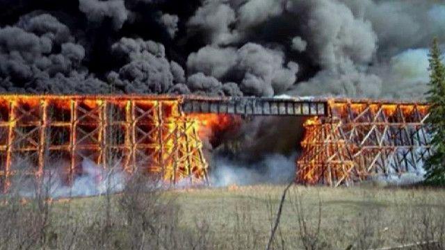 Железнодорожный мост в огне