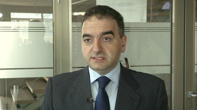 صحفي واستاذ جامعي لبناني