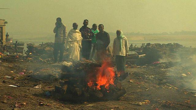 गंगा के किनारे दाह संस्कार