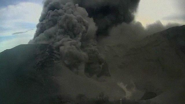 """لحظات مثيرة لفوران """"بركان توريالبا"""" في كوستاريكا"""