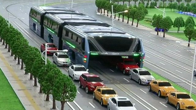 Автобус, объезжающий пробки