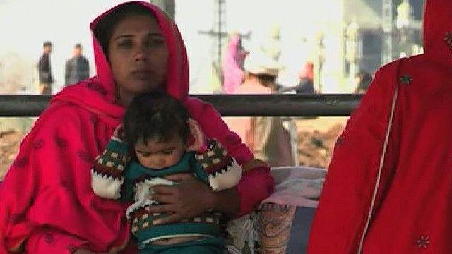 Женщина с ребенком в Пакистане