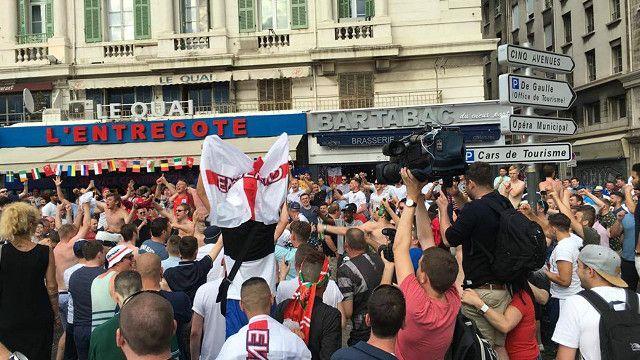 Фанаты английской сборной по футболу в Марселе