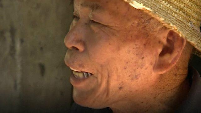BBC駐北京記者沙磊(John Sudworth)來到海南探訪蘇承芬老船長,卻被告知《更路簿》已不知去向……