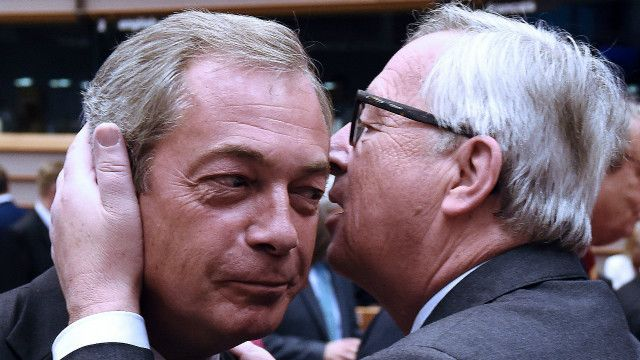 Юнкер і Фарадж - поцілунок на тлі розбрату