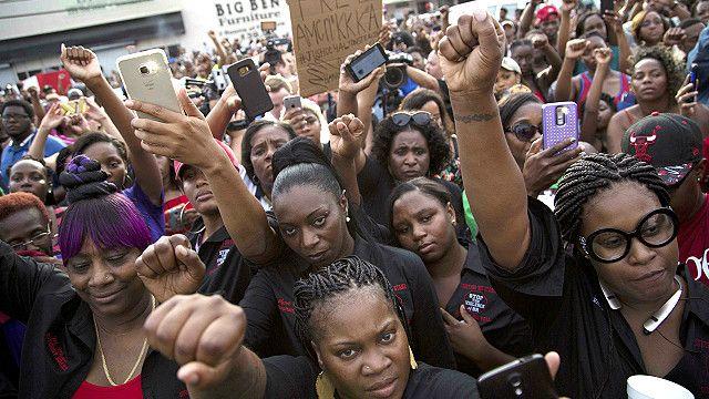 احتجاجات في ولاية لويزيانا بعد مقتل رجل أسود على يد الشرطة