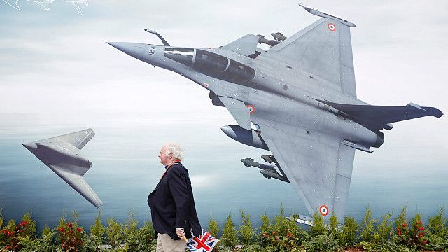 افتتاح معرض فارنبرة للطيران في بريطانيا