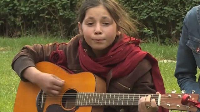 گٹار سیکھنے والی افغان لڑکی مُرسل