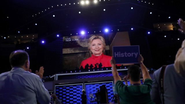 كلينتون: أول امرأة تخوض السباق الرئاسي إلى البيت الأبيض
