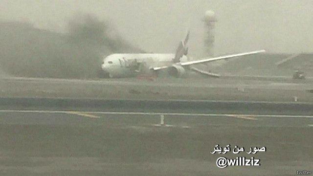 صور أولية لحادث طائرة في مطار دبي