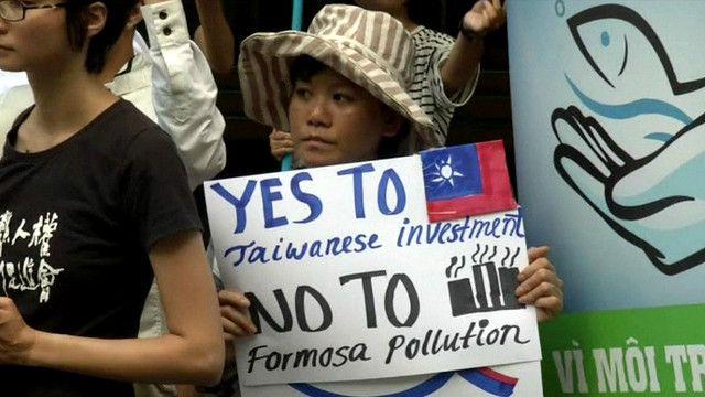 Biểu tình trước trụ sở Tập đoàn Formosa tại thủ đô Đài Bắc của Đài Loan