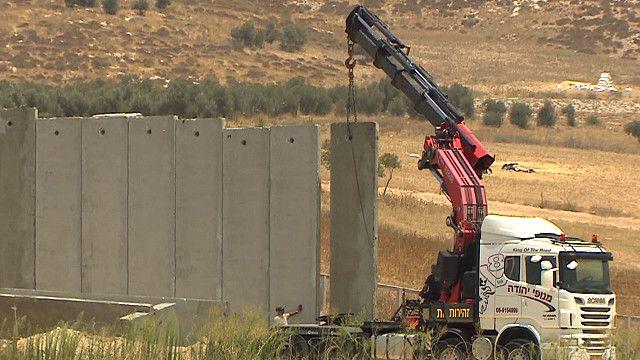 أعمال بناء جدار الفصل الإسرائيلي تبدأ من جديد