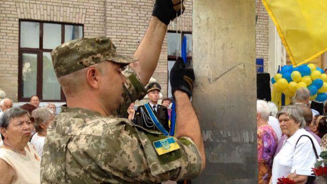 В Украине торжественно поднимают государственные флаги