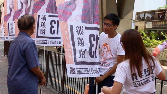 青年新政选举义工在街站宣传。