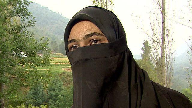 भारत प्रशासित काश्मीरकी एक स्थानीय युवती, आविदा, को अनुभव
