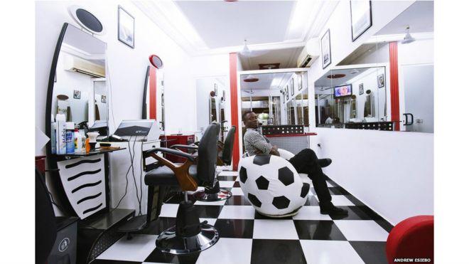 Coiffeurs pour hommes - BBC News Afrique