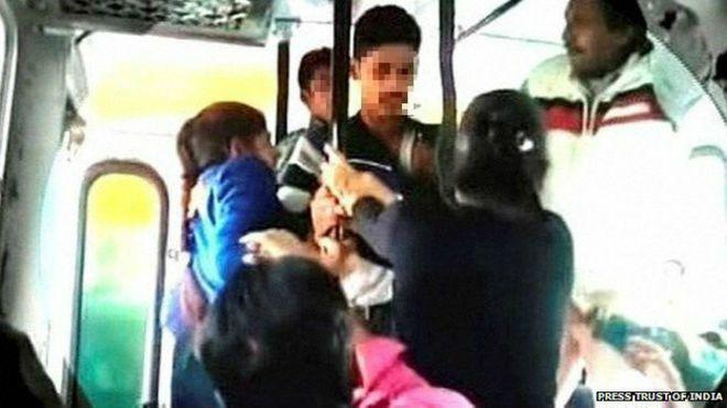 Видео лапают в автобусе ни смотря ни на что фото 167-623