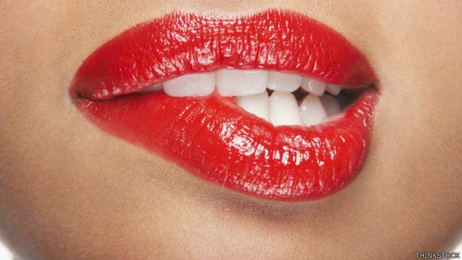 Grietas en labios mayores