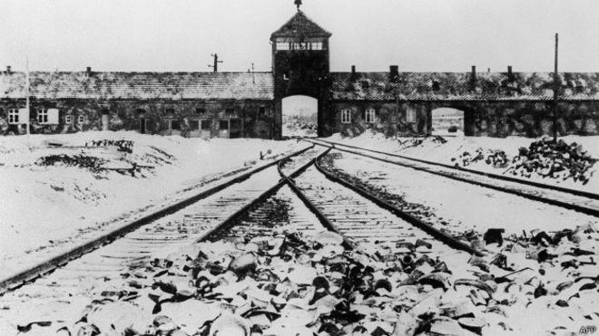 Qui Était Le Premier Homme À Entrer Dans Auschwitz Après Sa Libération