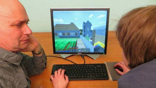 Resultado de imagen para padres que no saben usar la computadora