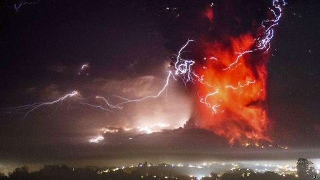 Erupção do vulcão chileno Calbuco (Foto: AP)