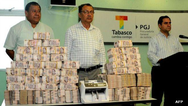 Dinero confiscado al exgobernador de Tabasco, Andrés Granier, acusado de desviar recursos públicos.