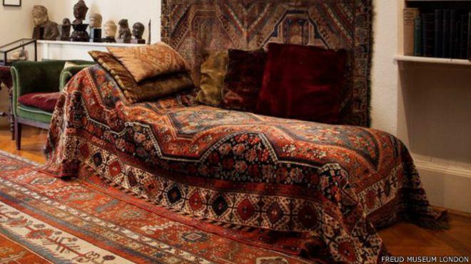 Cómo el diván de Sigmund Freud cambió la historia - BBC News Mundo