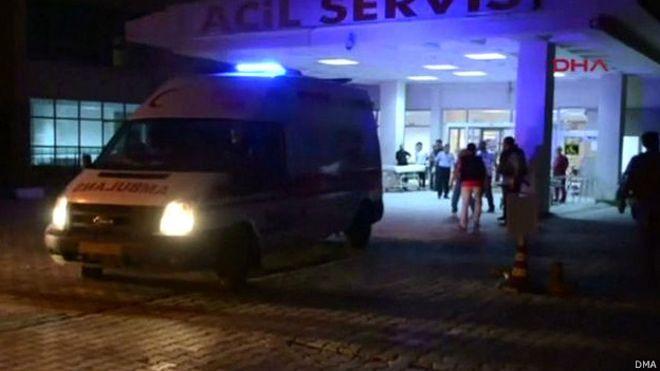 Sitio del atentado que dejó dos milatares turcos muertos y más de 20 heridos