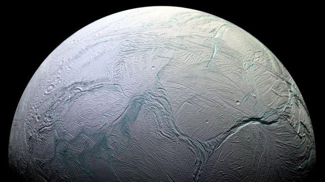 Según la NASA podría haber vida en Encélado, una de las lunas de Saturno 150917144917__85575725_enc