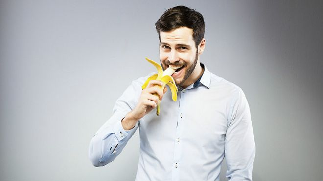 https://ichef.bbci.co.uk/news/ws/660/amz/worldservice/live/assets/images/2015/11/02/151102123555_eating_young_man_eating_banana_624x351_thinkstock_nocredit.jpg