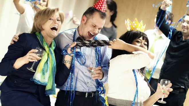 Офисные вечеринки сотрудниц со стрептизерами фото 349-368