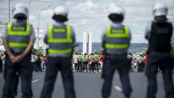 Resultado de imagem para EFETIVO POLICIAL É INSUFICIENTE PARA ENFRENTAR A VIOLÊNCIA NO BRASIL