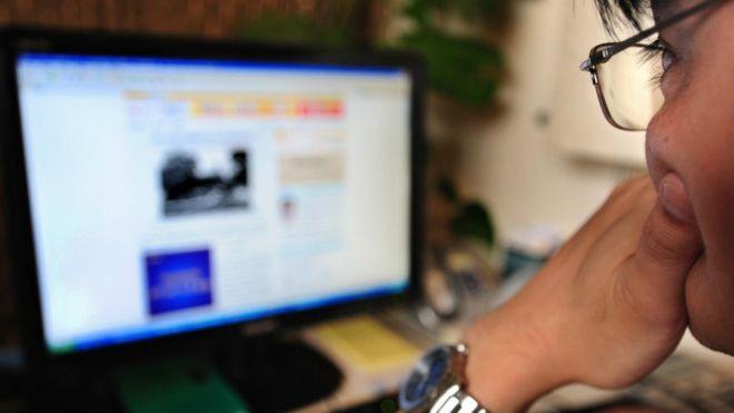 Mirando porno en internet