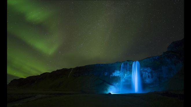 Aurora en Seljalandsfoss, Paul Andrew