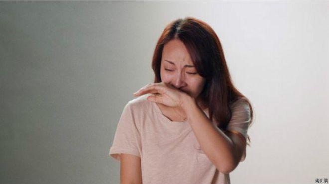 """""""我想跟父母说对不起"""",一名年轻女士在广告里说,随后不禁流泪"""