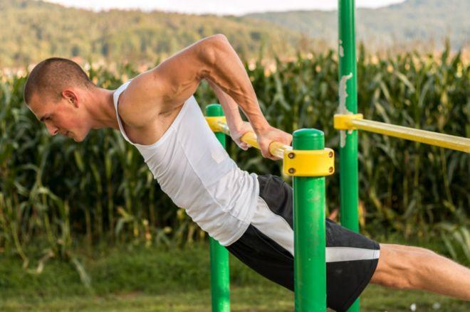 Como usar las pesas para bajar de peso