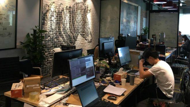 cb3c44ac79088 كيف يبدو عالم ساعات العمل الإضافية المرهقة في الصين؟ - BBC News Arabic
