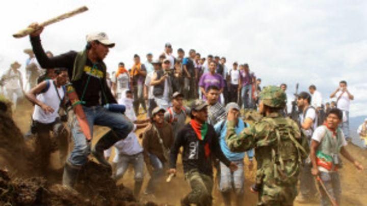 Tirania de Nicolas Maduro - Página 6 120718093850_indigenas_ejercito_colombia_304x171_ap_nocredit
