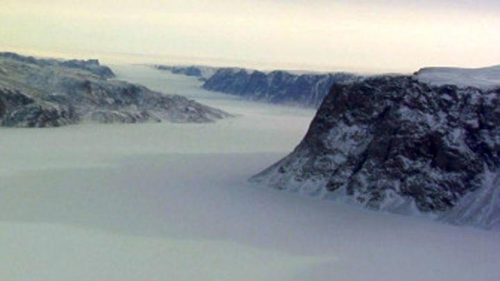 Un gigantesco cañón cubierto de hielo