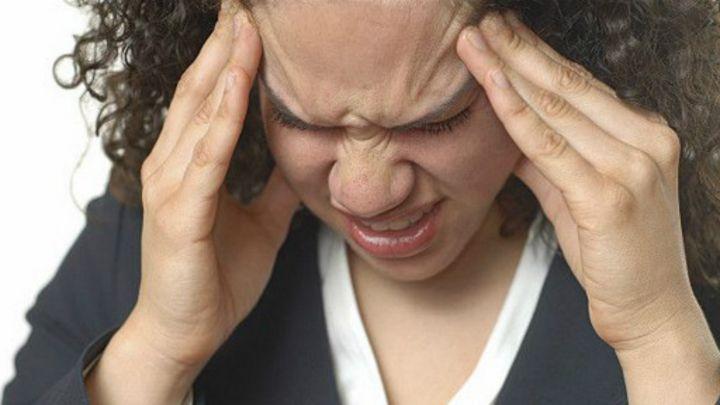 Dolor de produce cabeza estrenimiento