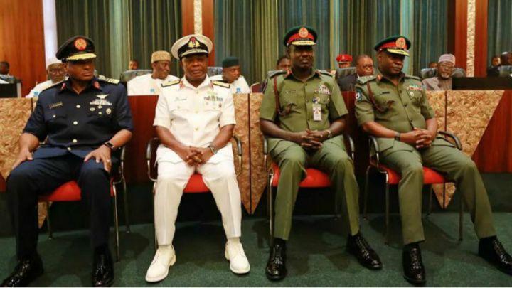 An hana tsaffin dalibai sa kakin soja a Nigeria - BBC News Hausa