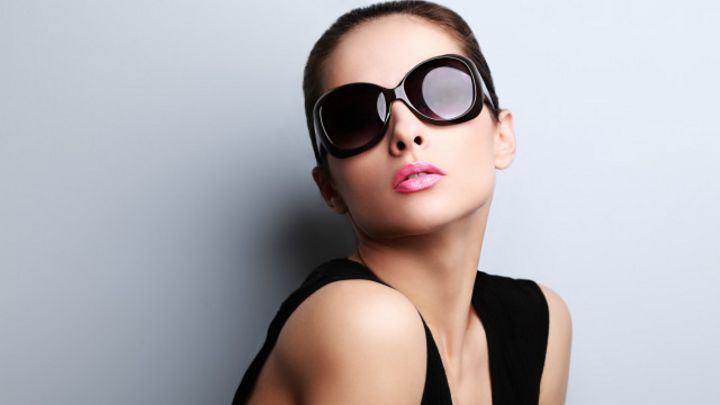 Como desconhecida empresa italiana controla mercado global de óculos  escuros - BBC News Brasil 05cb6621cf