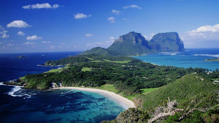 Остров Лорд-Хау в Океании, где нашествие крыс поставило на грань исчезновения целый вид насекомых, известных как древесные омары